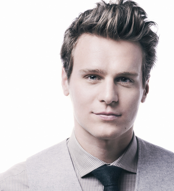 Broadway babe Jonathan Groff would like to fall in love with you.